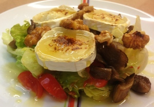 Ensalada templada de queso de cabra y setas